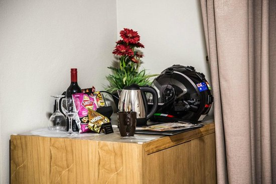 BEST WESTERN Endeavour Motel: Thats where my helmet goes.