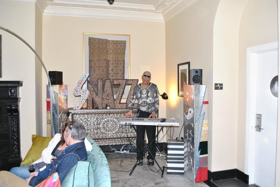 Hotel Carlton, a Joie de Vivre hotel: Live music at the wine reception