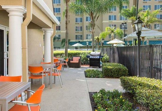Residence Inn Orlando Convention Center: Outdoor Barbecue Area