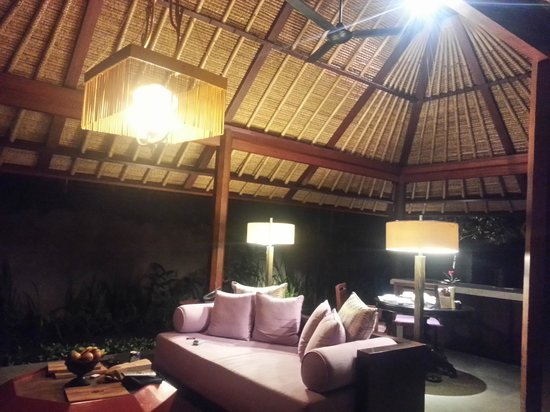 Kayumanis Ubud Private Villa & Spa: the relaxing space in the evening