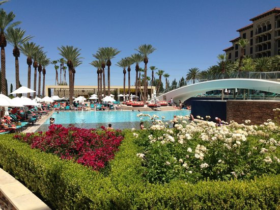 Green Valley Ranch Resort and Spa: Beautiful pool area