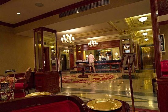 The Milburn Hotel: Lobby