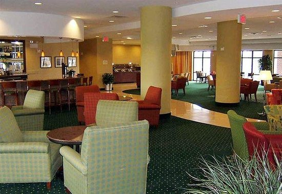 Courtyard by Marriott Winchester: Lobby Bar