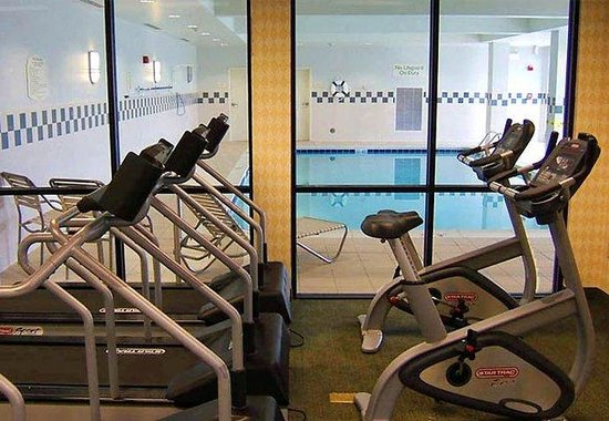 Courtyard by Marriott Winchester: Fitness Room &amp; Indoor Pool