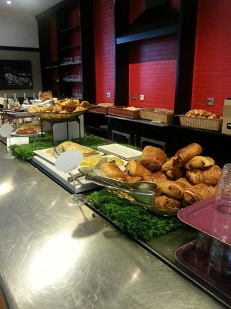 Ibis Tour Eiffel Cambronne : Breakfast Spread 