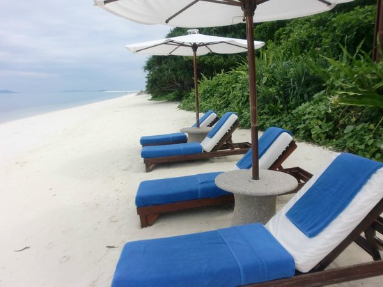 Amanpulo: Private access to beach from Casita