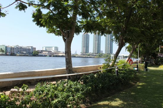 ibis Bangkok Riverside: Chao Praya River as seen from the Swimming Pool area
