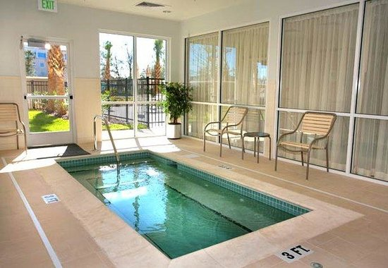Courtyard by Marriott Jacksonville Flagler Center: Indoor Whirlpool