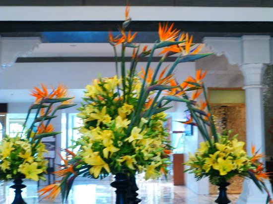 ITC Mughal, Agra: Lobby floral display