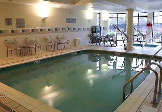 Courtyard by Marriott Pittsburgh Monroeville: Indoor Pool