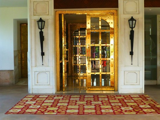 ITC Mughal, Agra: Main entrance