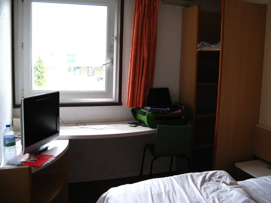 Ibis Sallanches : Our small room :)