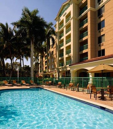 Courtyard by Marriott Fort Lauderdale Weston: Outdoor Pool
