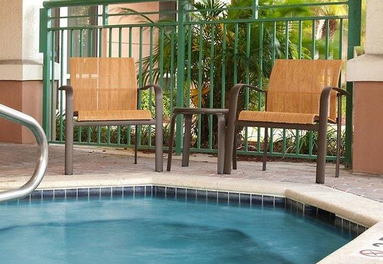 Courtyard by Marriott Fort Lauderdale Weston: Outdoor Spa
