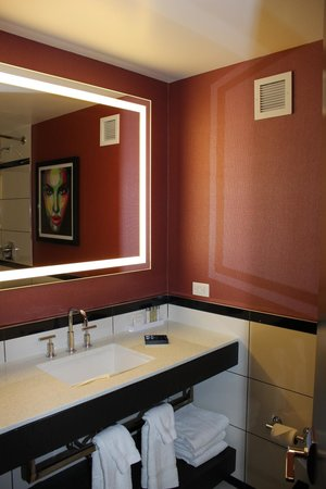 Отель Park Central: view of mirror in the bathroom