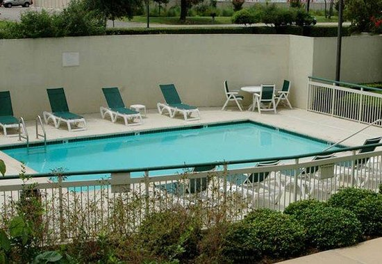 Courtyard by Marriott Austin Round Rock: Outdoor Pool & Gazebo