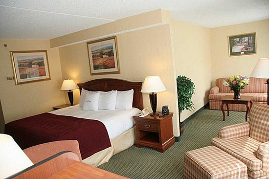 Mahwah, NJ: King Bed Junior Suite