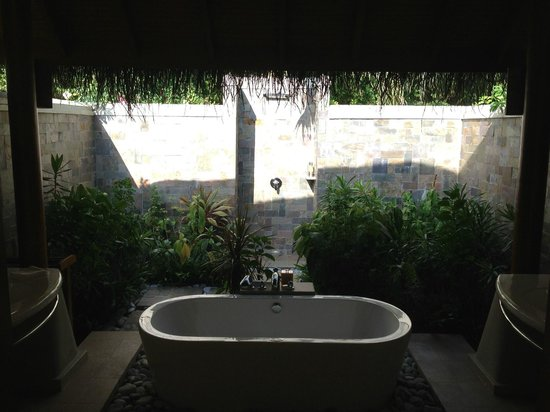 Baros Maldives: Outdoor bathroom looking onto shower/bath area