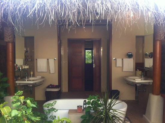 Baros Maldives: Outdoor bathroom, view from shower of sinks, doorway to bedroom