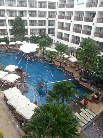 Mercure Phuket Deevana: Hotel pool