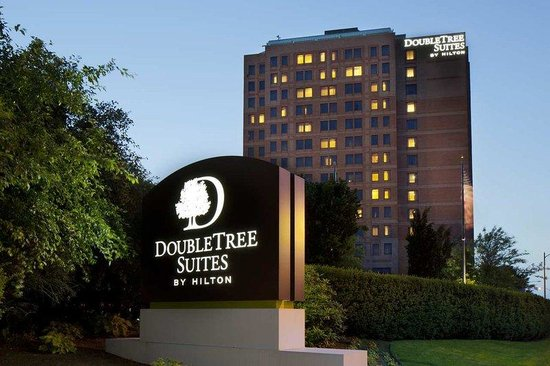 DoubleTree Suites by Hilton - Boston: Hotel Exterior