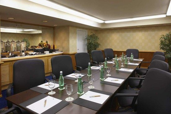 DoubleTree Suites by Hilton Santa Monica : Gallery Boardroom