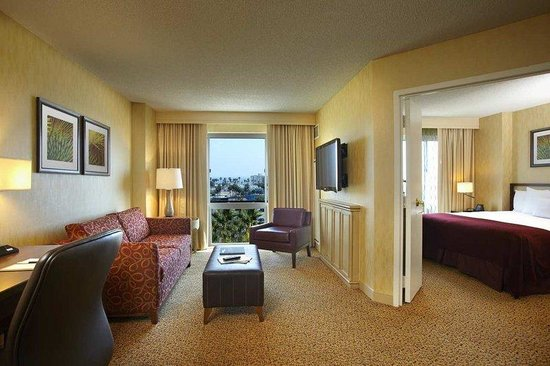 DoubleTree Suites by Hilton Santa Monica : King Suite