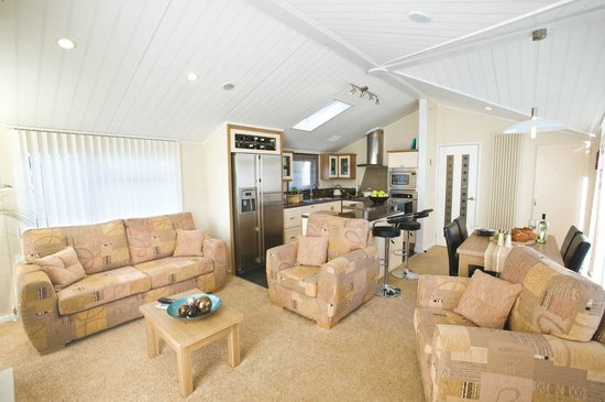 Hele Valley Holiday Park: Inside our Superior Lodge