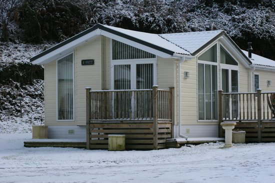 Hele Valley Holiday Park: Our Superior Lodge at Christmas time