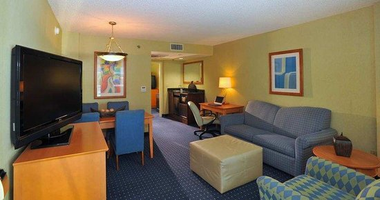Embassy Suites Hotel Pleasant Hill-Walnut Creek: Suite Living Room