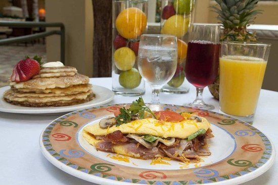Embassy Suites Destin - Miramar Beach: Complimentary Breakfast