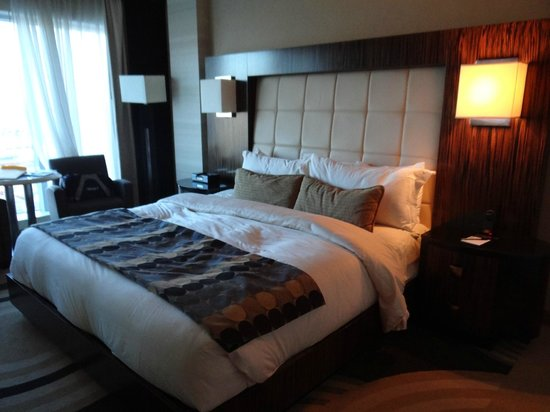 MotorCity Casino Hotel : King bed