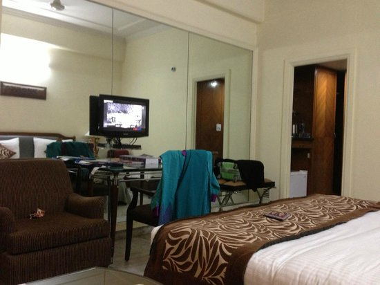 Hotel Hari Piorko: tv and study table