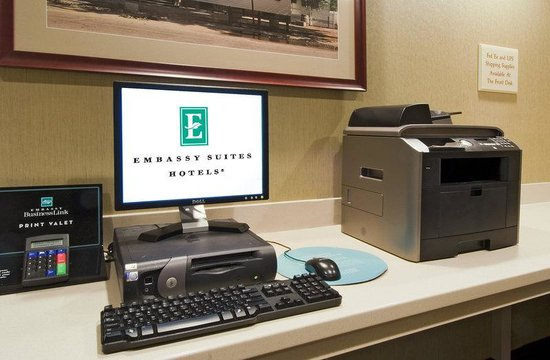 Embassy Suites Williamsburg: Business Center Technology