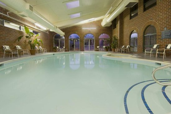Embassy Suites Williamsburg: Refreshing Indoor Pool