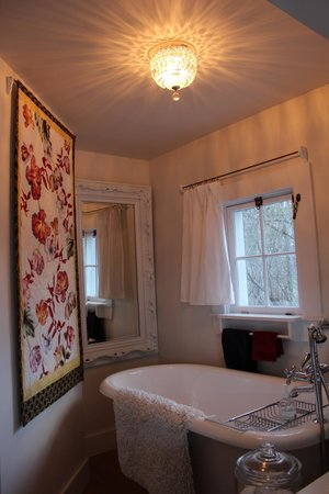 Brookhill Bed and Breakfast: The Soaking Tub
