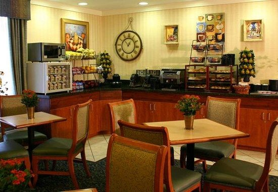 Fairfield Inn Flagstaff: Breakfast Area