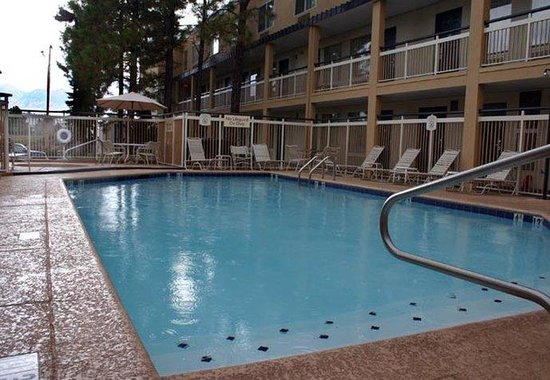 Fairfield Inn Flagstaff: Outdoor Pool