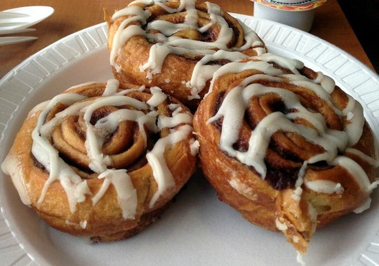 Holiday Inn Express and Suites Oceanfront: Cinnamon buns that were so delish!