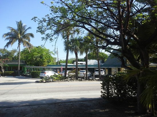 Tarpon Tale Inn: View from the inn - Lighthouse Cafe