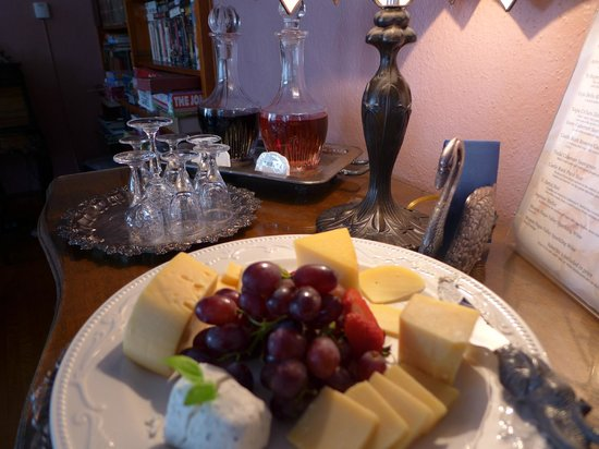The Napa Inn: complementary sherry and a plate of cheese!