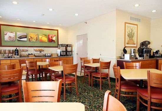 Fairfield Inn Chicago Gurnee : Breakfast Area