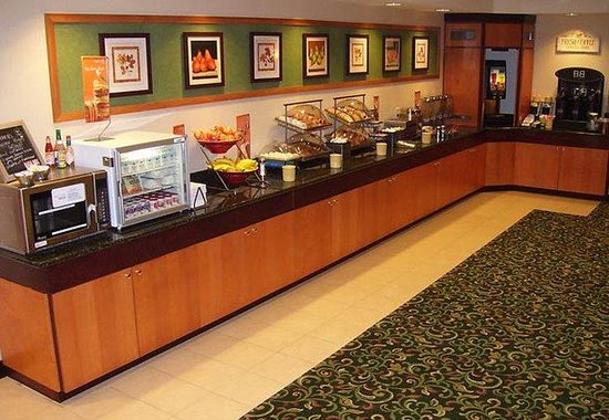 Fairfield Inn & Suites Wilson: Breakfast Buffet
