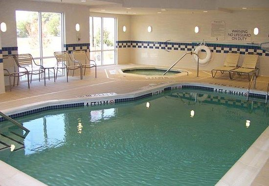 Fairfield Inn & Suites Wilson: Indoor Pool