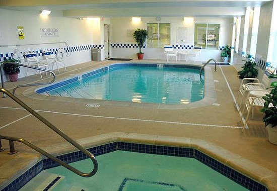 Fairfield Inn Kansas City Downtown / Union Hill: Indoor Pool