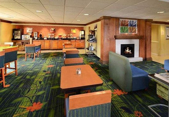 Fairfield Inn & Suites Hopewell: Breakfast Area
