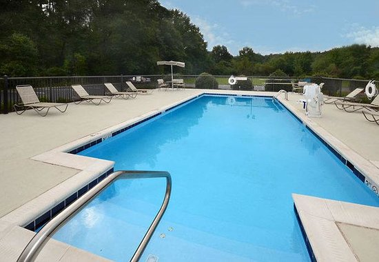 Fairfield Inn & Suites Hopewell: Outdoor Pool