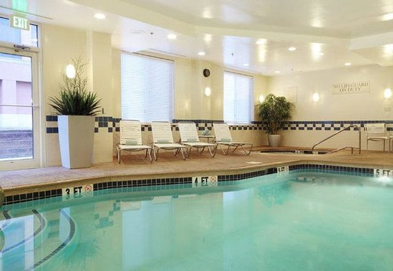Avenel, NJ: Indoor Pool