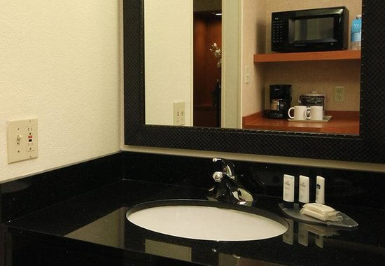 Fairfield Inn Dallas Market Center: Guest Suite Amenities