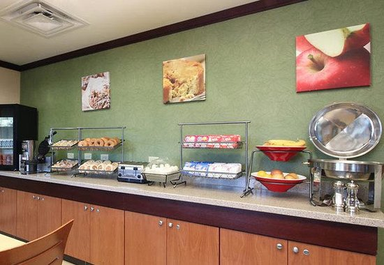 Fairfield Inn Dallas Market Center: Breakfast Bar